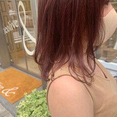 レッド ミディアム ナチュラル ピンクブラウン ヘアスタイルや髪型の写真・画像