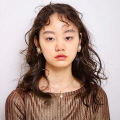 モード デジタルパーマ セミロング ベビーバング ヘアスタイルや髪型の写真・画像