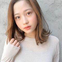 毛先パーマ ゆるウェーブ インナーカラー フェミニン ヘアスタイルや髪型の写真・画像