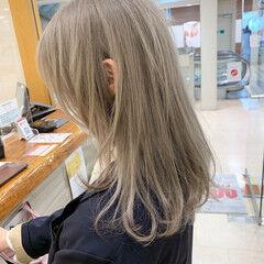ハイライト 大人かわいい ナチュラル ホワイトベージュ ヘアスタイルや髪型の写真・画像