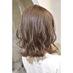 シアーベージュ ナチュラルブラウンカラー ミディアム ゆるナチュラル ヘアスタイルや髪型の写真・画像