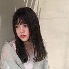 カーキ セミロング カーキアッシュ 地毛ハイライト ヘアスタイルや髪型の写真・画像
