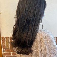 ナチュラル アッシュベージュ なみウェーブ グレージュ ヘアスタイルや髪型の写真・画像