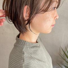 ショートボブ アッシュグレージュ ボブ フェミニン ヘアスタイルや髪型の写真・画像