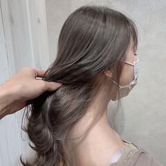 ナチュラル インナーカラーホワイト グレージュ セミロング ヘアスタイルや髪型の写真・画像