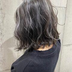ホワイトハイライト 大人ハイライト グレージュ ミディアム ヘアスタイルや髪型の写真・画像