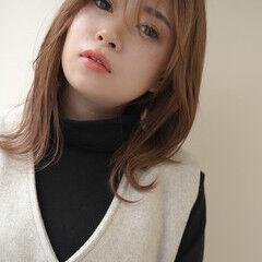 アッシュグレージュ ミディアム ハイトーン ナチュラル ヘアスタイルや髪型の写真・画像