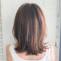 アッシュベージュ フェミニン くびれカール 大人かわいい ヘアスタイルや髪型の写真・画像
