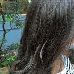 ナチュラル ロング アッシュグレージュ ヘアスタイルや髪型の写真・画像