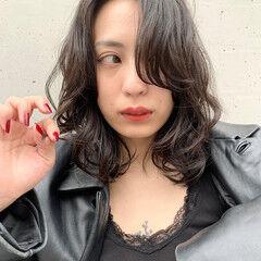 アンニュイほつれヘア レイヤーカット フェミニン アンニュイ ヘアスタイルや髪型の写真・画像
