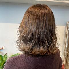 ミルクティー ミルクティーベージュ シアーベージュ フェミニン ヘアスタイルや髪型の写真・画像