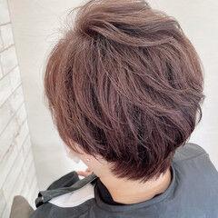 グレーカラー ナチュラル ショート くせ毛 ヘアスタイルや髪型の写真・画像