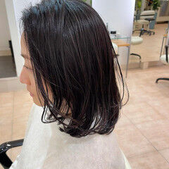ロブ ミディアム ウェット感 ナチュラル ヘアスタイルや髪型の写真・画像