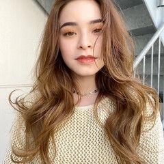 ミディアムレイヤー ブリーチカラー ロング 外国人風フェミニン ヘアスタイルや髪型の写真・画像