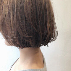 グレージュ ふわふわ 透明感 ナチュラル ヘアスタイルや髪型の写真・画像