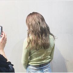 パープルアッシュ ストリート ミルクティーベージュ アッシュグレージュ ヘアスタイルや髪型の写真・画像