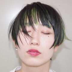 暗髪 インナーグリーン エメラルドグリーンカラー インナーカラー ヘアスタイルや髪型の写真・画像