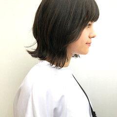 ミディアム ナチュラル 外ハネ スポーツ ヘアスタイルや髪型の写真・画像