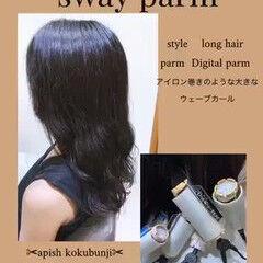 ロング ゆるかき上げウェーブ ナチュラル ゆるふわパーマ ヘアスタイルや髪型の写真・画像