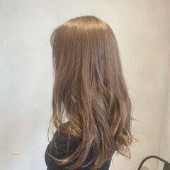 ミルクティーベージュ フェミニン ロング セクシー ヘアスタイルや髪型の写真・画像