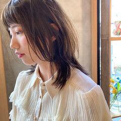 くすみカラー くすみベージュ ウルフカット 透明感 ヘアスタイルや髪型の写真・画像