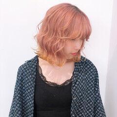 裾カラー フェミニン ピンクカラー ロング ヘアスタイルや髪型の写真・画像