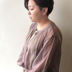 ナチュラル アッシュグレー ショート 2ブロック ヘアスタイルや髪型の写真・画像