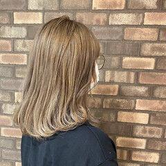 透明感 ミルクティーベージュ アディクシーカラー ブリーチ必須 ヘアスタイルや髪型の写真・画像