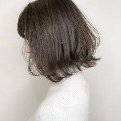 ミルクティーアッシュ デート グレージュ ミディアム ヘアスタイルや髪型の写真・画像