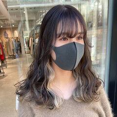 インナーカラーホワイト 透明感 インナーカラー ロング ヘアスタイルや髪型の写真・画像