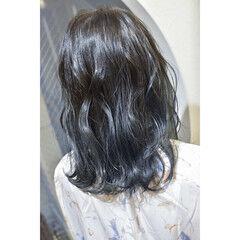ブルーグラデーション ブルー セミロング モード ヘアスタイルや髪型の写真・画像