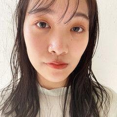 透け感ヘア ナチュラル 濡れ髪スタイル ミディアム ヘアスタイルや髪型の写真・画像