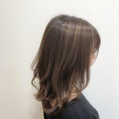 ハイライト 大人ミディアム グレージュ フェミニン ヘアスタイルや髪型の写真・画像