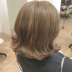 ベージュ フェミニン アッシュベージュ ブリーチ ヘアスタイルや髪型の写真・画像