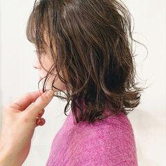 フェミニン アッシュブラウン ラベンダーグレージュ ダークトーン ヘアスタイルや髪型の写真・画像