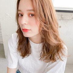 かきあげバング 巻き髪 セミロング デジタルパーマ ヘアスタイルや髪型の写真・画像