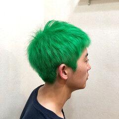 派手髪 マニパニ グリーン ブリーチカラー ヘアスタイルや髪型の写真・画像