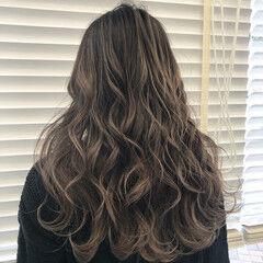 バレイヤージュ ハイライト ロング 学生 ヘアスタイルや髪型の写真・画像