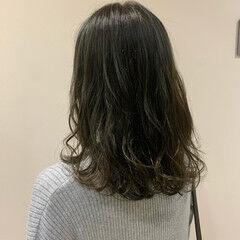 ミディアム グラデーションカラー ハイライト ガーリー ヘアスタイルや髪型の写真・画像