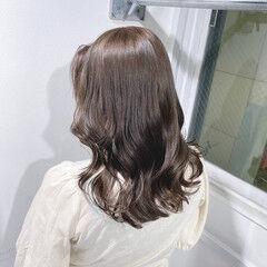 セミロング ミルクティーベージュ ミルクティーブラウン エレガント ヘアスタイルや髪型の写真・画像