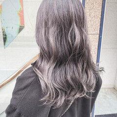 ラベンダーグレージュ エレガント アッシュグレー グレーアッシュ ヘアスタイルや髪型の写真・画像
