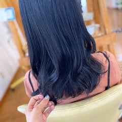 ブルー ブルーブラック セミロング 黒染め ヘアスタイルや髪型の写真・画像