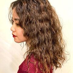 外国人風パーマ 波ウェーブ 外国人風 ウェーブヘア ヘアスタイルや髪型の写真・画像