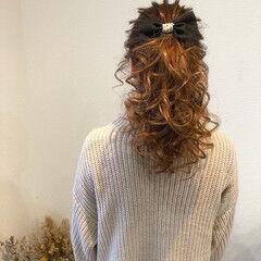 結婚式 ポニーテールアレンジ フェミニン セミロング ヘアスタイルや髪型の写真・画像