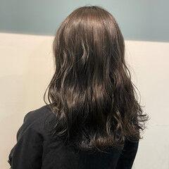セミロング 外国人風 ナチュラル アッシュグレー ヘアスタイルや髪型の写真・画像