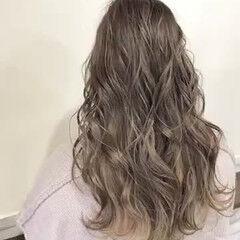 インナーカラー ナチュラル セミロング 艶グレーベージュ ヘアスタイルや髪型の写真・画像