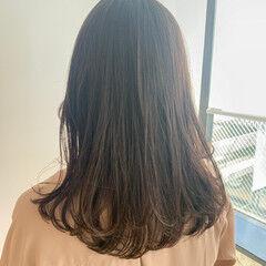 デジタルパーマ ワンカールパーマ ナチュラル ミディアムレイヤー ヘアスタイルや髪型の写真・画像