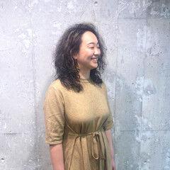 ストレート くせ毛 ミディアム フェミニン ヘアスタイルや髪型の写真・画像
