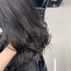 ロング フェミニン 春 シルバーグレイ ヘアスタイルや髪型の写真・画像