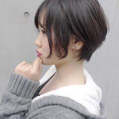 ショート コンサバ オフィス カーキアッシュ ヘアスタイルや髪型の写真・画像